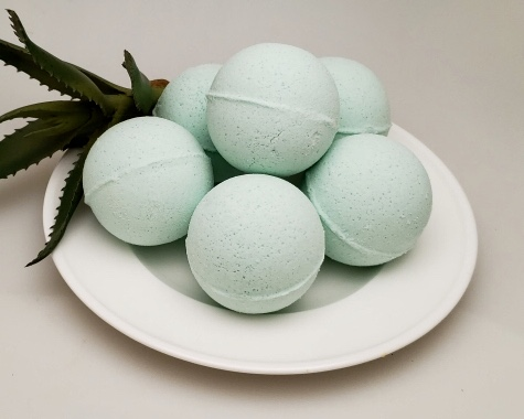 Green Tea & Aloe Bath Bomb